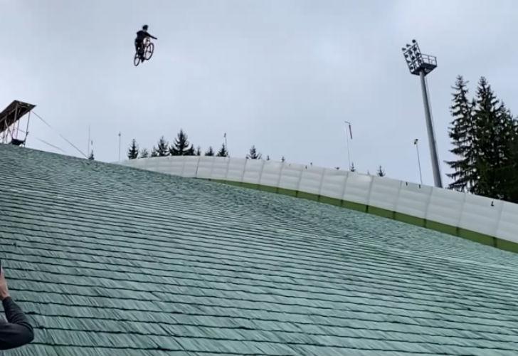 Caída tratando de superar el récord del mundo de salto en MTB