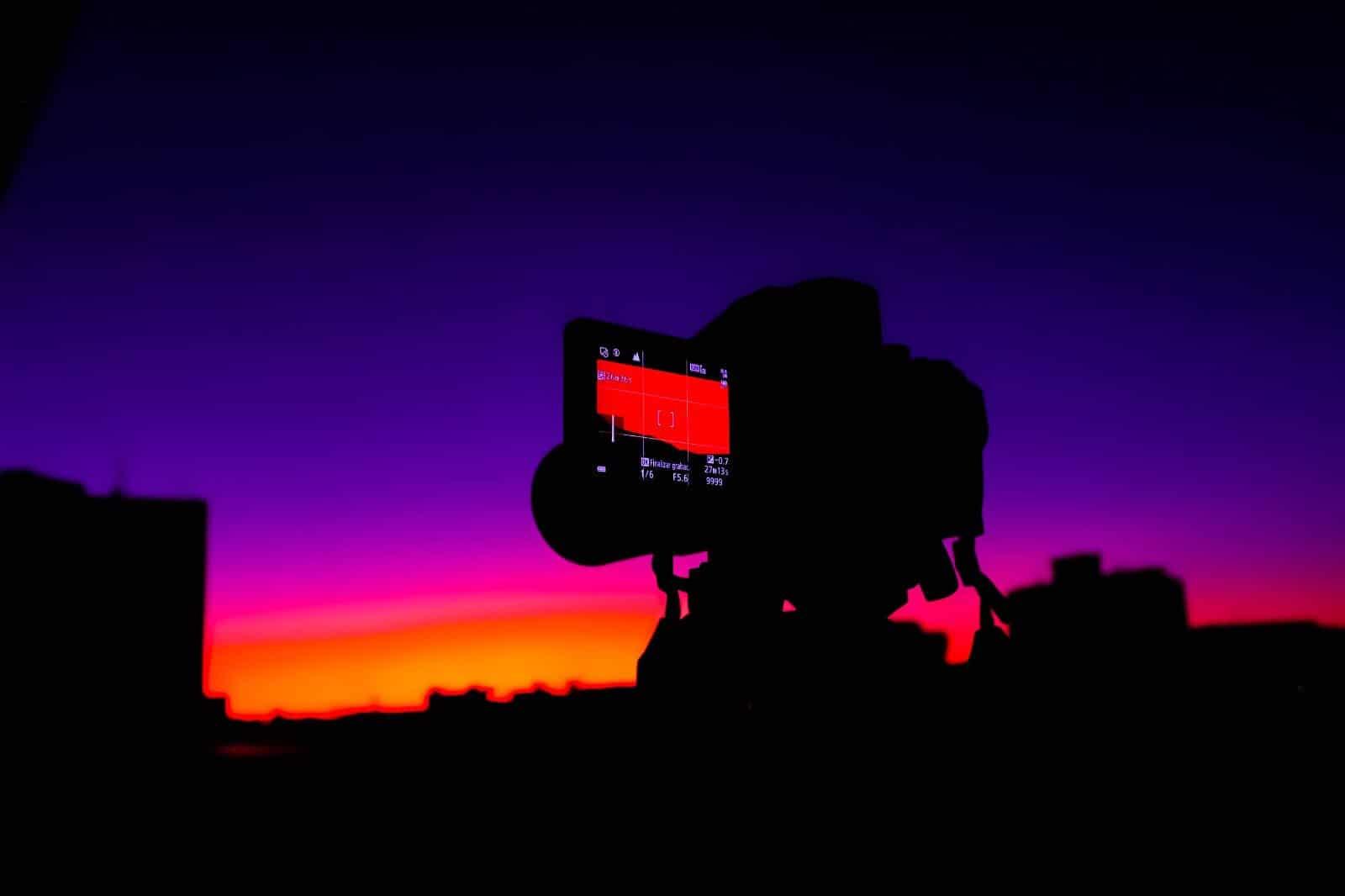 Captamos la luz violeta en los atardeceres alicantinos