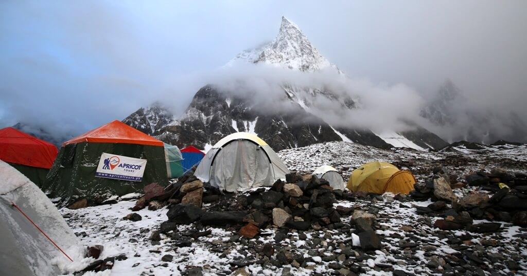 La expedición internacional al K2 en invierno llega al campo base