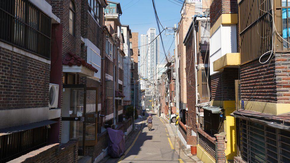 La vida real de los surcoreanos que viven en los semisótanos de Seúl