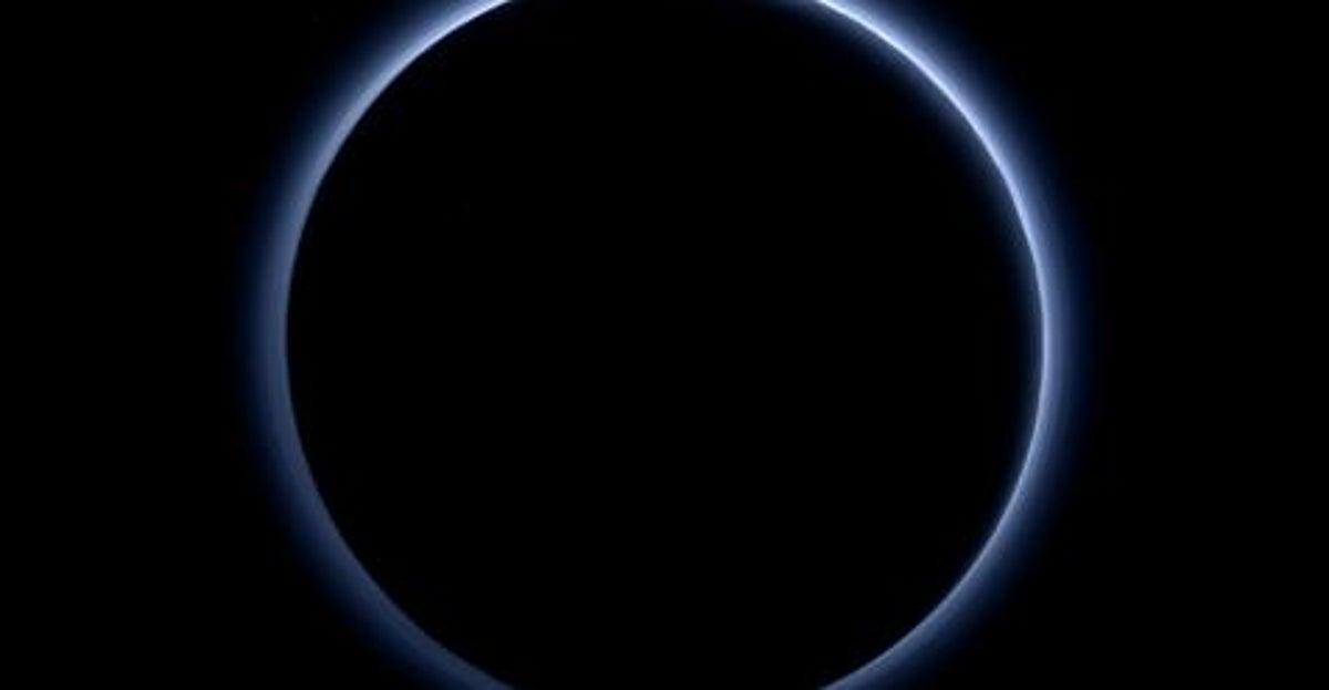 «El cielo azul» de Plutón visto por la sonda New Horizons