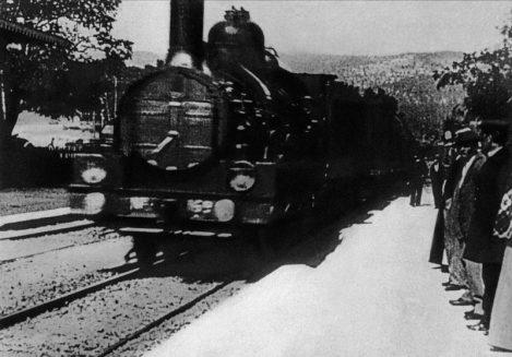 Impresionante mejora usando una red neuronal de «La llegada de un tren a la estación de La Ciotat» (1895)