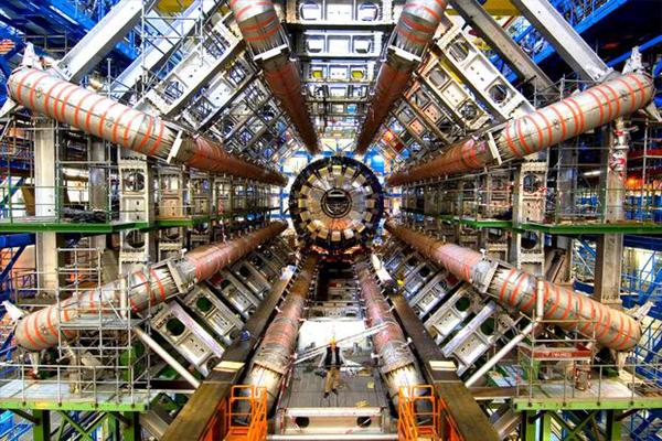 Paseo por los ambientes subterráneos del CERN