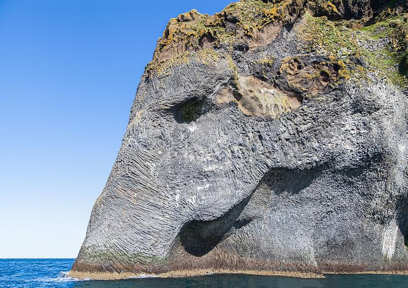 Caprichos de la naturaleza. Conoce Elephant Rock en Islandia