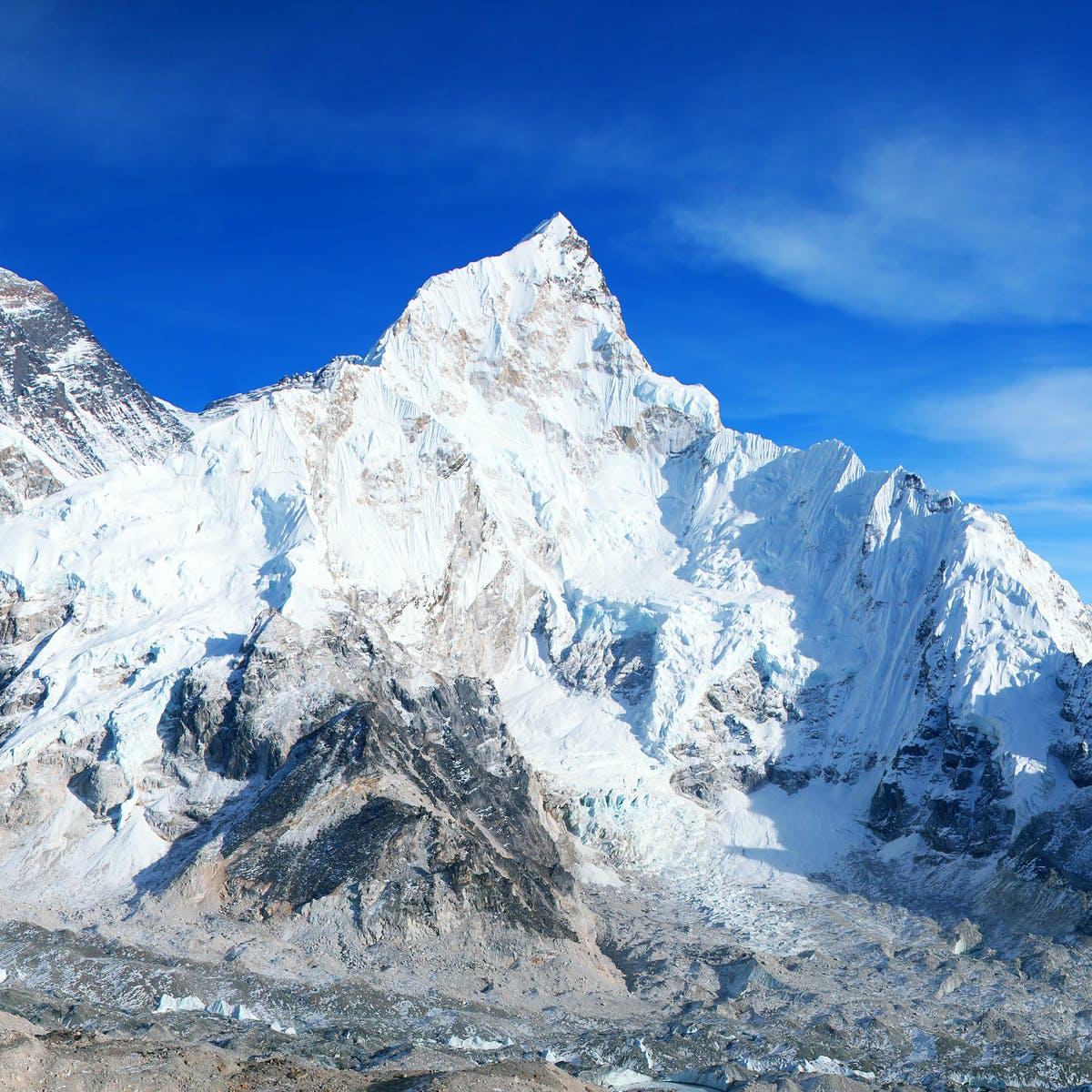 El Everest está cerrado – el parón ayudará a su entorno pero afectará a la subsistencia de un millón de personas