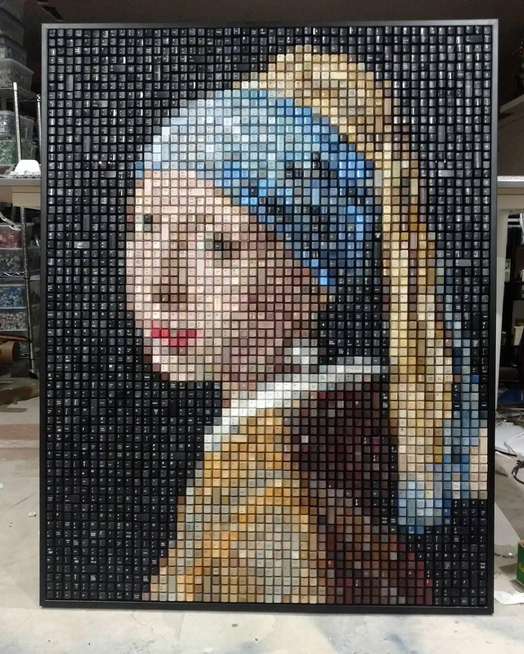 Este artista convierte teclados usados en obras de arte famosas