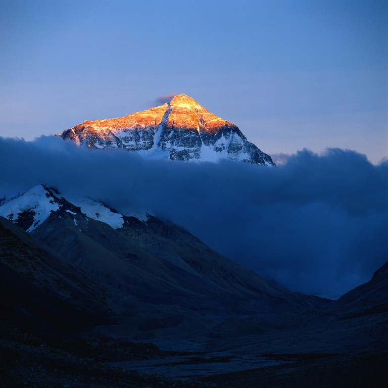 China instala la torre 5G más alta del mundo en el Everest