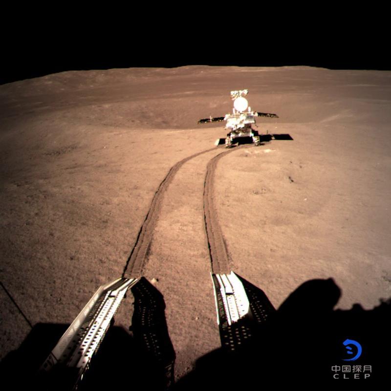 China difunde las primeras imágenes de la cara oculta de la Luna