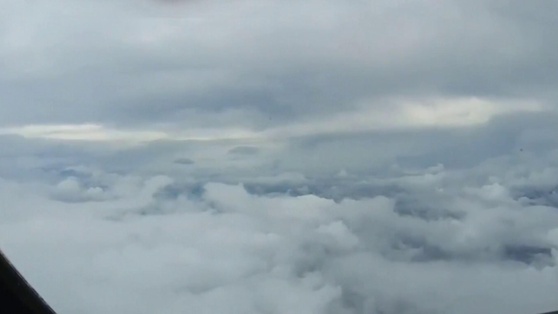 Impresionante vuelo dentro del ojo del huracán Hanna