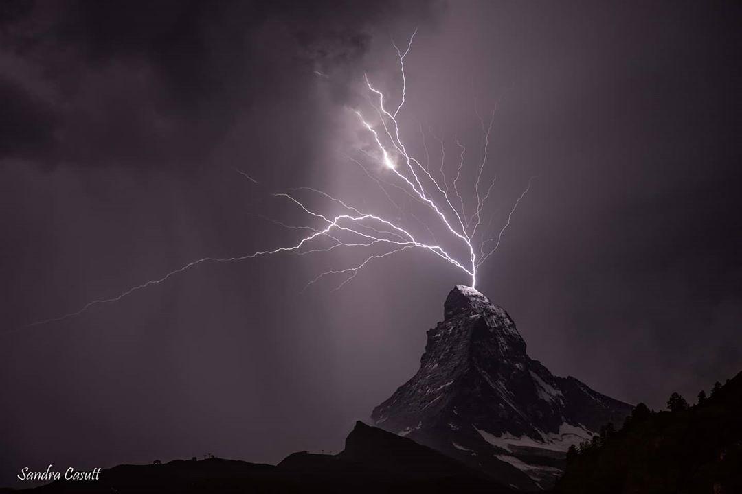Momento perfecto -Tormenta eléctrica sobre el Cervino