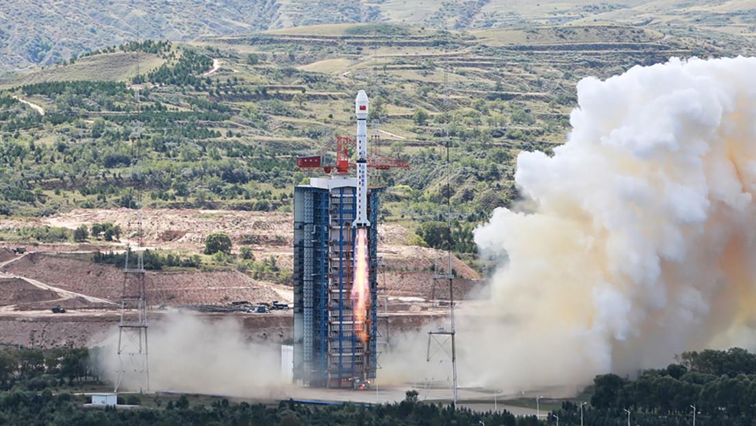 Parte de un cohete chino explota cerca de una escuela