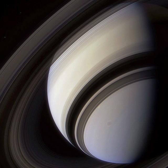 Cassini sobre Saturno