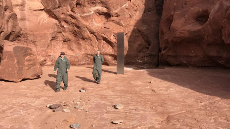 Descubren un misterioso monolito de metal en el desierto de Utah
