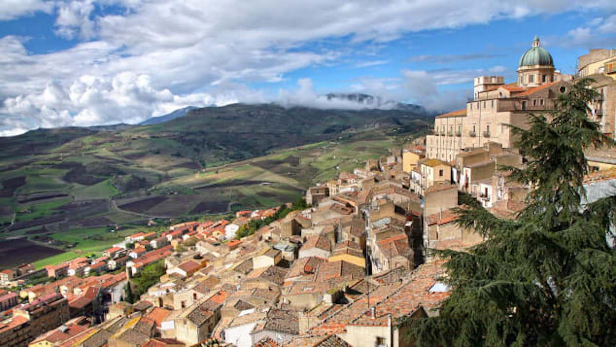 Italia regala casas históricas en uno de sus pueblos con más encanto